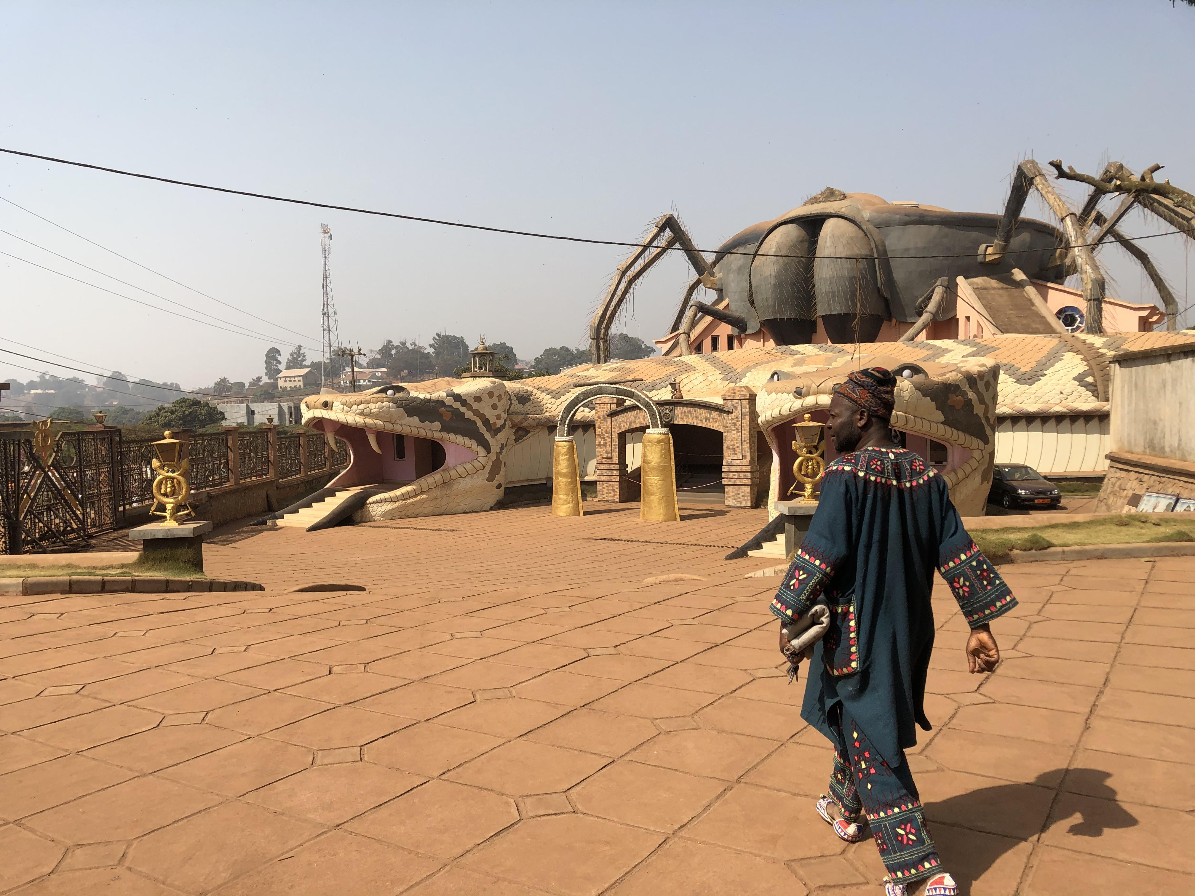 Les silences bleus d'Idrissou Njoya : le Ndop d'hier, aujourd'hui.